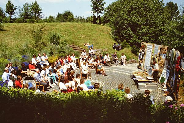 1987 - Seminar im Freien - Umweltfreundliche Materialien auf dem Friedhof_1